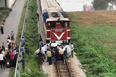 Vụ tàu hỏa húc văng ô tô: 5 nạn nhân đi ăn cưới là người thân