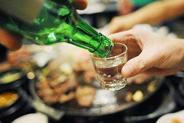Đại tràng bị 'tàn phá' bởi bia rượu