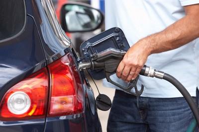 Lưu tâm những mánh khoé gian lận của nhân viên bán xăng