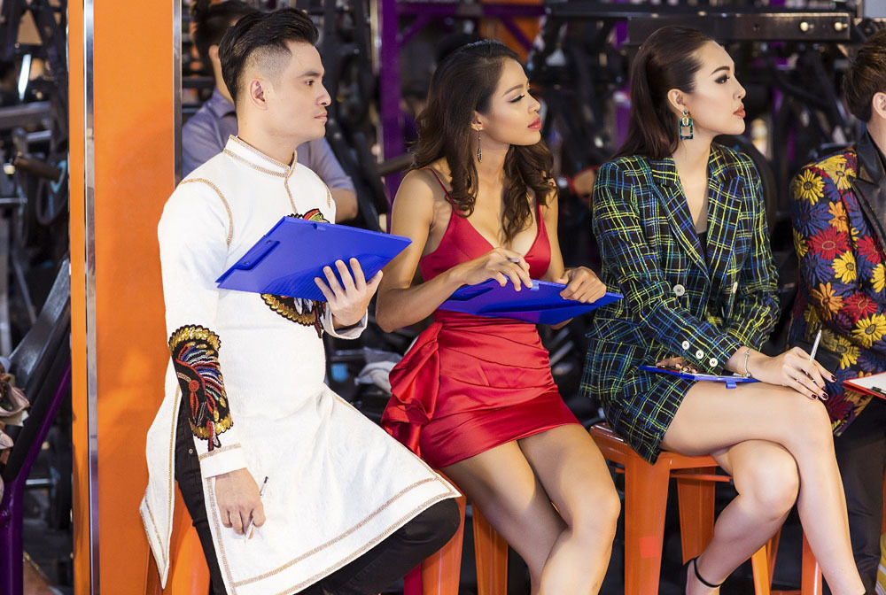 Nhật Dũng ngồi 'ghế nóng' cùng người đẹp Ái Lan