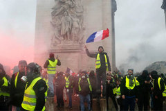 Tin giả về người biểu tình 'Áo vàng' lan nhanh đáng sợ trên Facebook