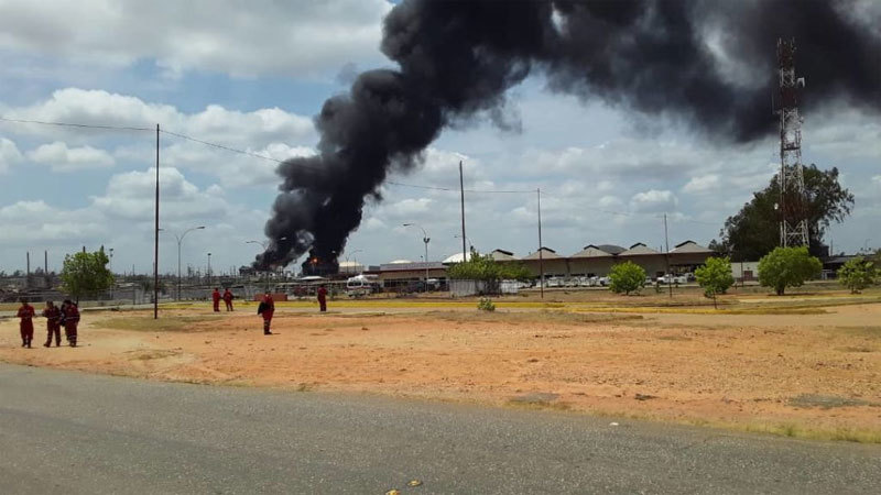 Venezuela: Nổ liên tiếp tại nhà máy dầu thô, trộm cắp lan tràn vì mất điện