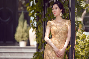 Hoa hậu Mai Phương bất ngờ đi làm mẫu ảnh