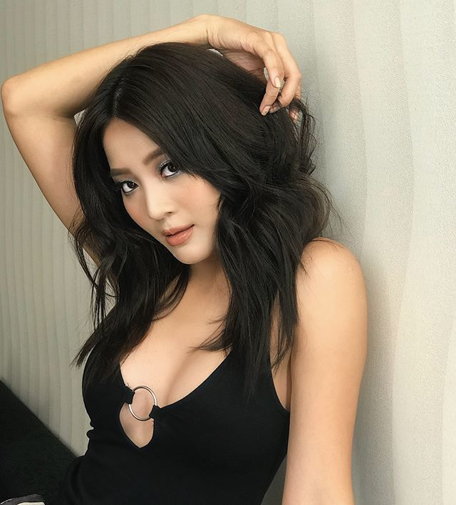 Phong cách sexy miễn chê của 'bạn thân cướp bồ' Hương Giang