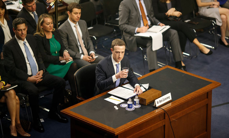 Facebook bị điều tra hình sự đúng lúc 'nước sôi lửa bỏng'