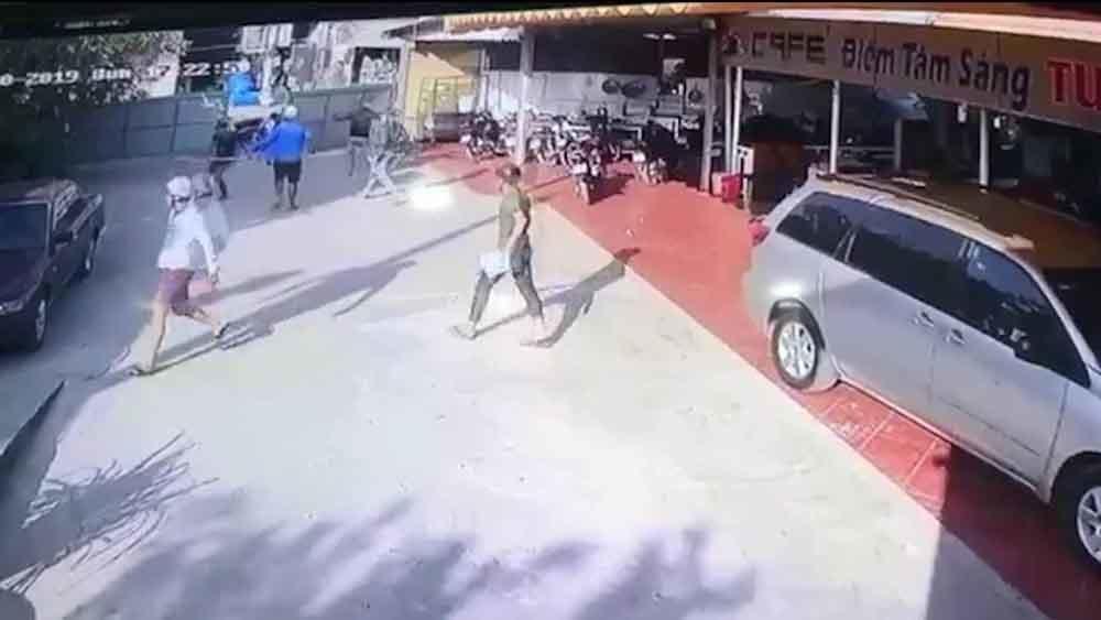 Bắt nhóm giang hồ đập phá quán cà phê ở Sài Gòn
