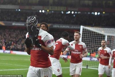 """Aubameyang hóa """"Chiến binh Báo Đen"""", Arsenal vào tứ kết"""