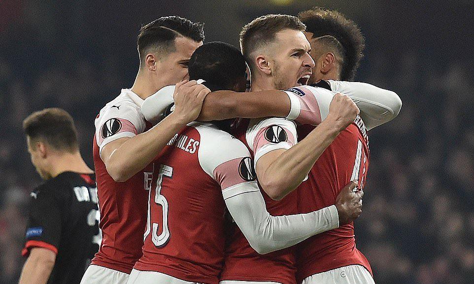 Aubameyang hóa 'Chiến binh Báo Đen', Arsenal vào tứ kết