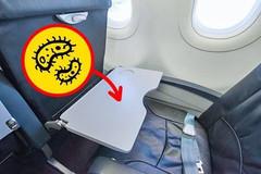 Những vật dụng 'nuôi' vi khuẩn, khách đi máy bay coi chừng lây bệnh