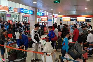 Hành khách nói gì về sân bay Tân Sơn Nhất 'bét bảng'