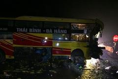 Thanh Hóa: Tông vào đầu kéo, phụ xe khách chết trong ca bin