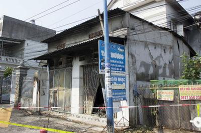 Cháy tiệm sửa điện tử, gia đình 3 người chết trên gác xép