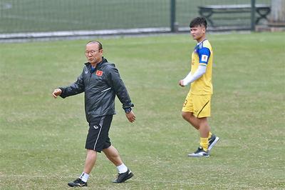 Quang Hải chấn thương, thầy Park lo sốt vó