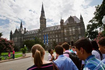 Mông lung số phận sinh viên trong đường dây chạy trường ở Mỹ