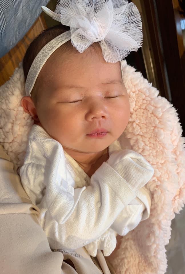 Thân Thúy Hà: 'Vừa sinh 1 tháng, tôi phải đi làm kiếm tiền nuôi con'