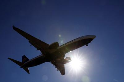 Giữa tâm bão, máy bay Boeing lại hạ cánh khẩn vì lỗi động cơ