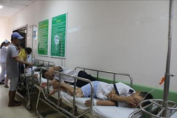 38 học sinh nhập viện sau khi ăn sinh nhật tại lớp