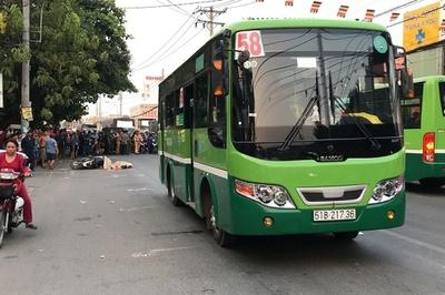 Người đàn ông bị xe buýt cán chết thương tâm trên phố Sài Gòn