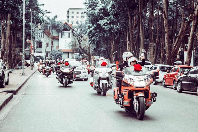 Sốc: Dàn môtô tiền tỷ, phân khối lớn đi rước dâu ở Hà Nội