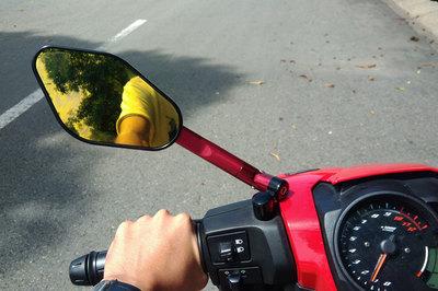 Xe máy không lắp gương chiếu hậu bị phạt bao nhiêu?