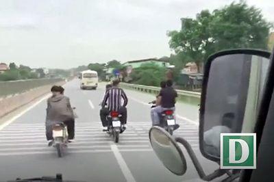 Bạn sẽ làm gì khi bị người đi xe máy khiêu khích?
