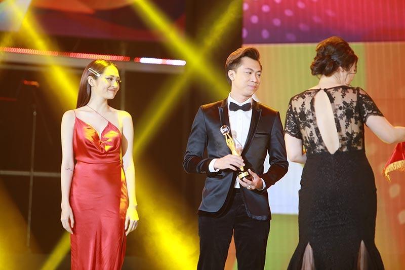 Mr Đàm, Trường Giang nhận giải thưởng thành tựu tại Pops Awards