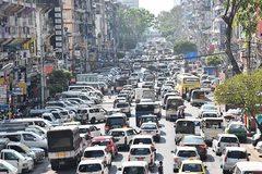 Vỡ trận vì ôtô rẻ ngập phố, sao Myanmar vẫn cấm xe máy?