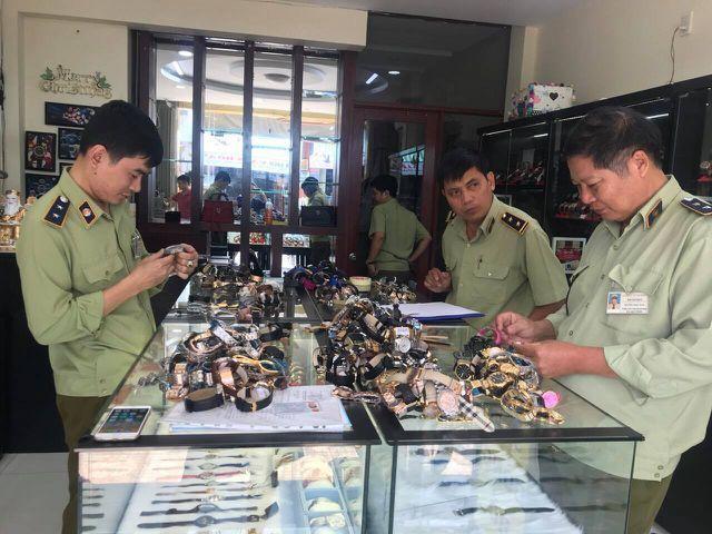 Chấn động: Hơn 3.000 đồng hồ nhái thương hiệu Rolex, Patek Philippe bị tịch thu