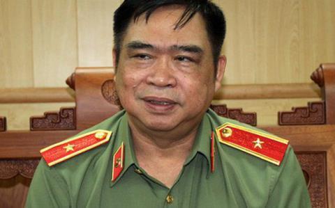 Tướng Đỗ Hữu Ca phủ nhận quen người 'cưỡng hôn' nữ sinh trong thang máy