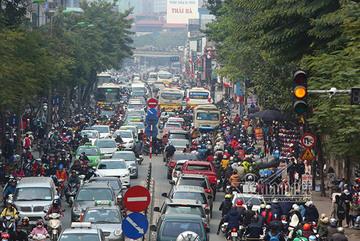 Hà Nội cấm xe máy: Ai cho tôi làm người đi bộ?