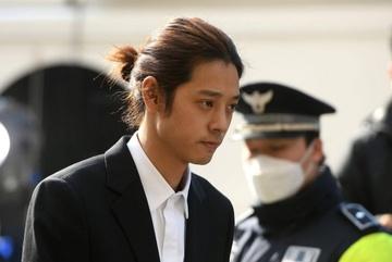Lộ đoạn chat nghi vấn Jung Joon Young cá độ phi pháp