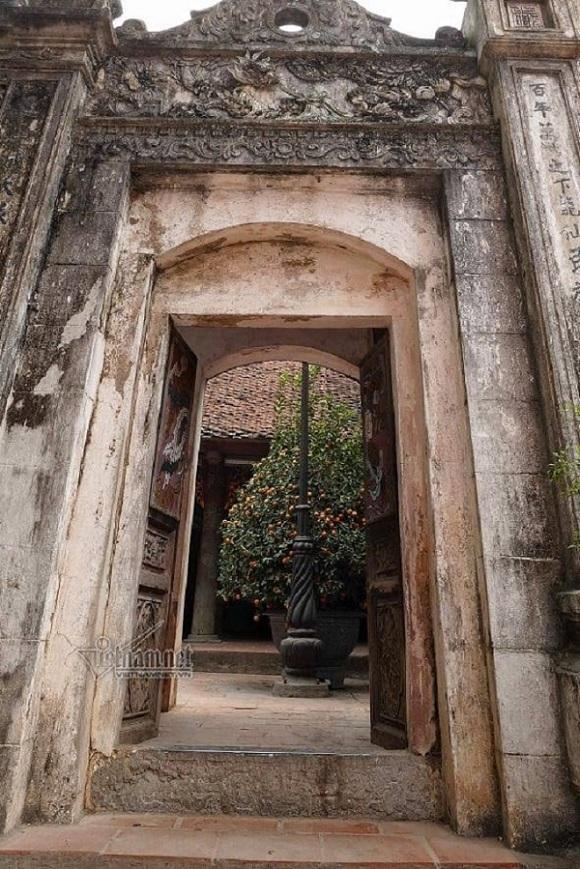 Bí mật về cánh cửa chỉ mở 1 lần mỗi năm ở đền thiêng Hà Nội