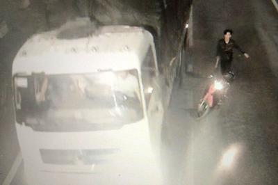Côn đồ mang dao dọa chém tài xế trong hầm BOT