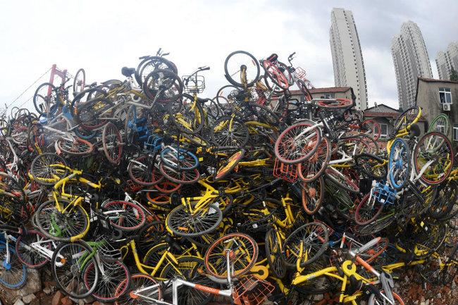 Cấm xe máy, phát triển xe đạp quá nóng và cái kết bất ngờ