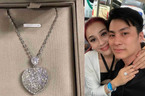 Vừa khoe bông tai 21 tỷ, Lâm Khánh Chi đã mất ngủ vì hột xoàn chồng tặng 'bốc hơi'
