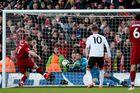 Thắng hú vía, Liverpool leo lên ngôi đầu bảng