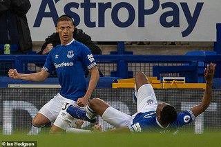 Everton gây địa chấn khi quật ngã Chelsea