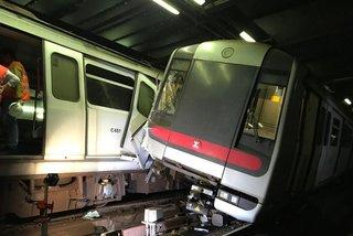 Tàu điện ngầm đâm nhau ở Hong Kong
