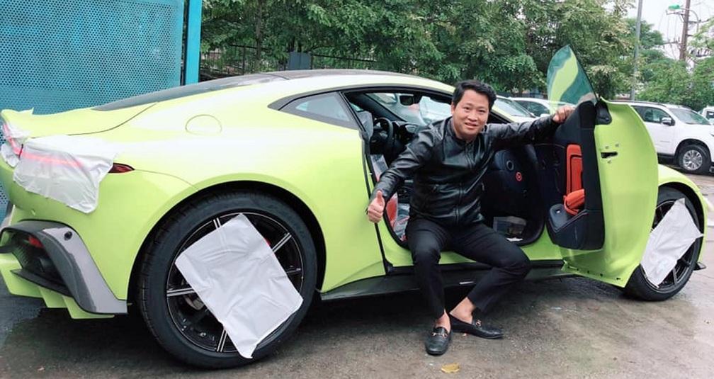 Những đại gia tậu siêu xe Aston Martin chính hãng đầu tiên tại Việt Nam