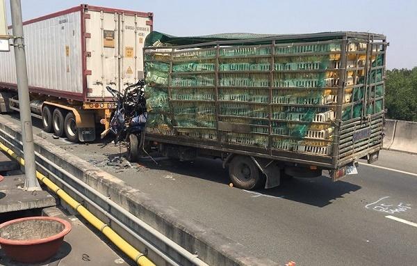 Tai nạn nghiêm trọng trên cao tốc Long Thành, 2 người chết