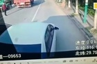 Lấy xế hộp chặn đầu xe buýt để vợ kịp chuyến