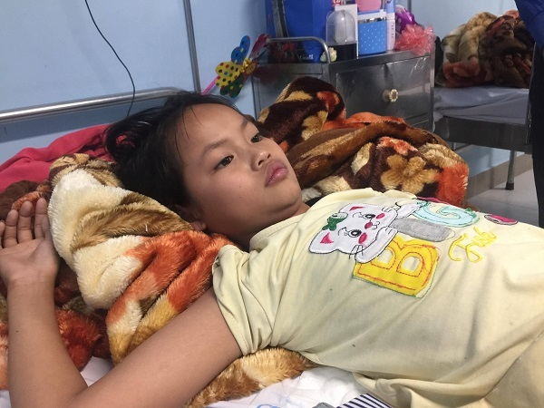 Bé gái ung thư mong được chữa khỏi bệnh để quay lại trường học