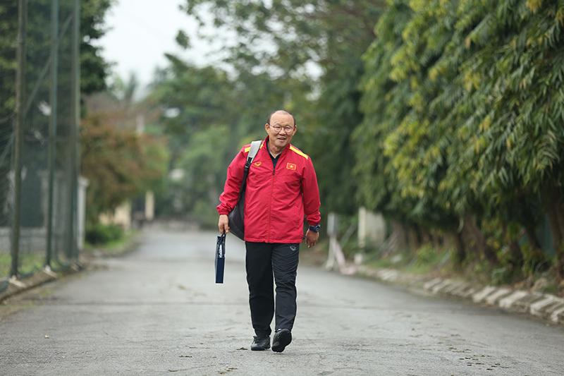 Thầy Park mời gấp bác sĩ Hàn Quốc chữa chấn thương cho Đình Trọng