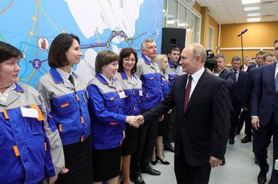 Putin tới Crưm, hàng nghìn người hô vang tên nước Nga