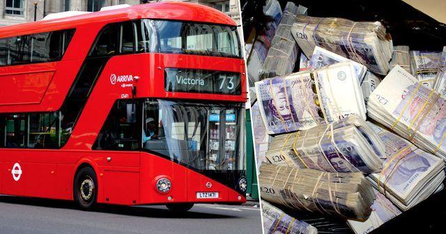 Nhặt được túi đựng hơn 9 tỷ trên xe buýt, cô lao công đem nộp cảnh sát