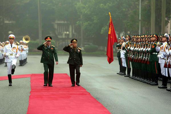 Đại tướng Lương Cường đón Chủ nhiệm Tổng cục Chính trị QĐND Lào