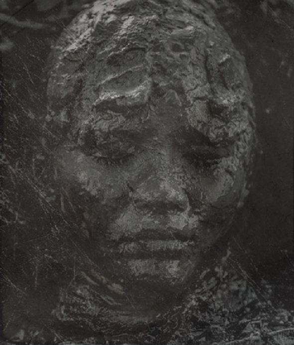 Ám ảnh gương mặt đầy bùn đất của Thanh Tú trong 'Thiên linh cái'