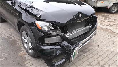 Xem thợ 'phù phép' Mercedes-Benz GLC nát đầu thành như mới