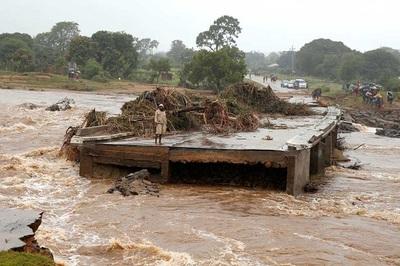 Lốc xoáy điên cuồng, 90% thành phố bị giật tung
