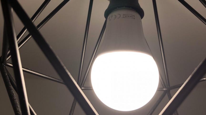 Tự chế nhà thông minh: Lệnh bật đèn từ xa, mở cửa bằng giọng nói